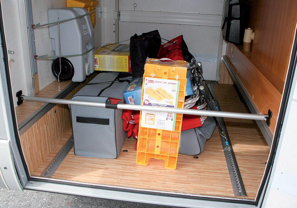 38280-Fiamma-Luggage-Bar-teleskopisk-93-170cm_1013fa974bccbce4288f235c2549fa04.jpg